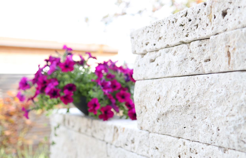 Natursteinmauer aus Kalkstein
