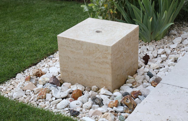 Quellstein aus Naturstein