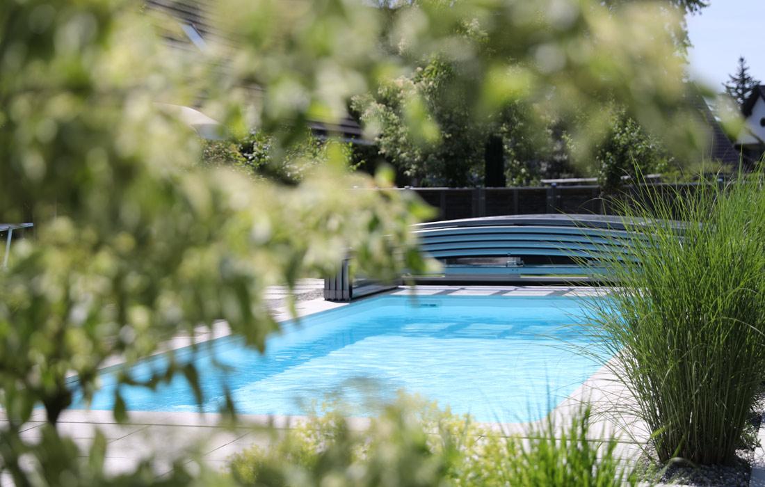 Gartenwelt Poolgarten: Pool mit Überdachung