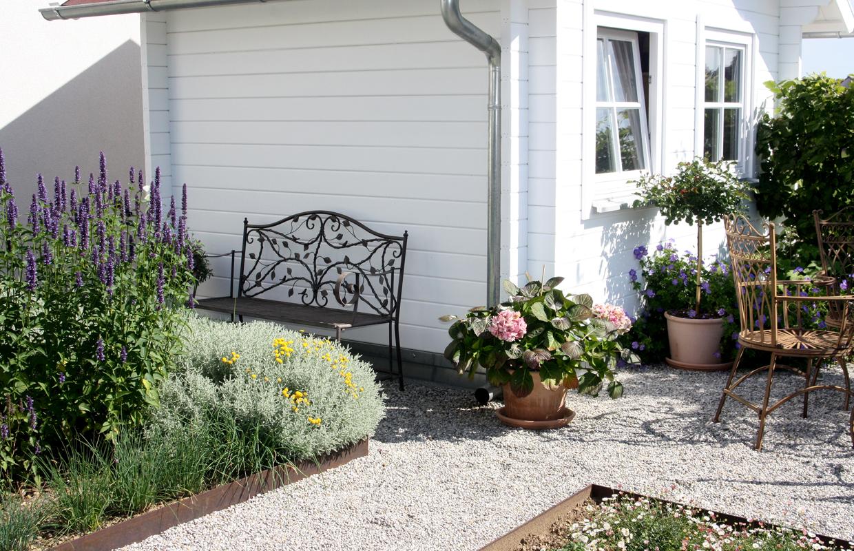 Ansicht Bauerngarten Kieswege und Beete