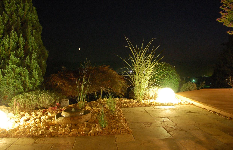 Gartenbeleuchtung in mediterranem Garten
