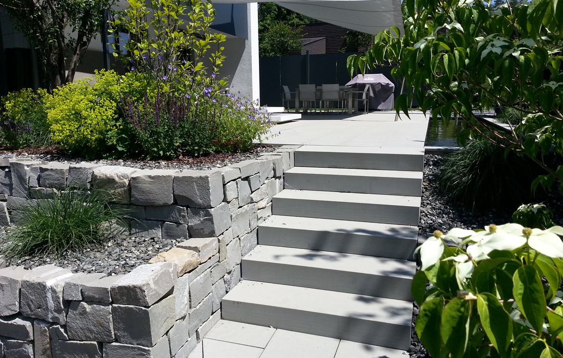 Freiraum Schmid | Gartenwelten | Designgarten | Gestaltungselement Treppe aus Beton