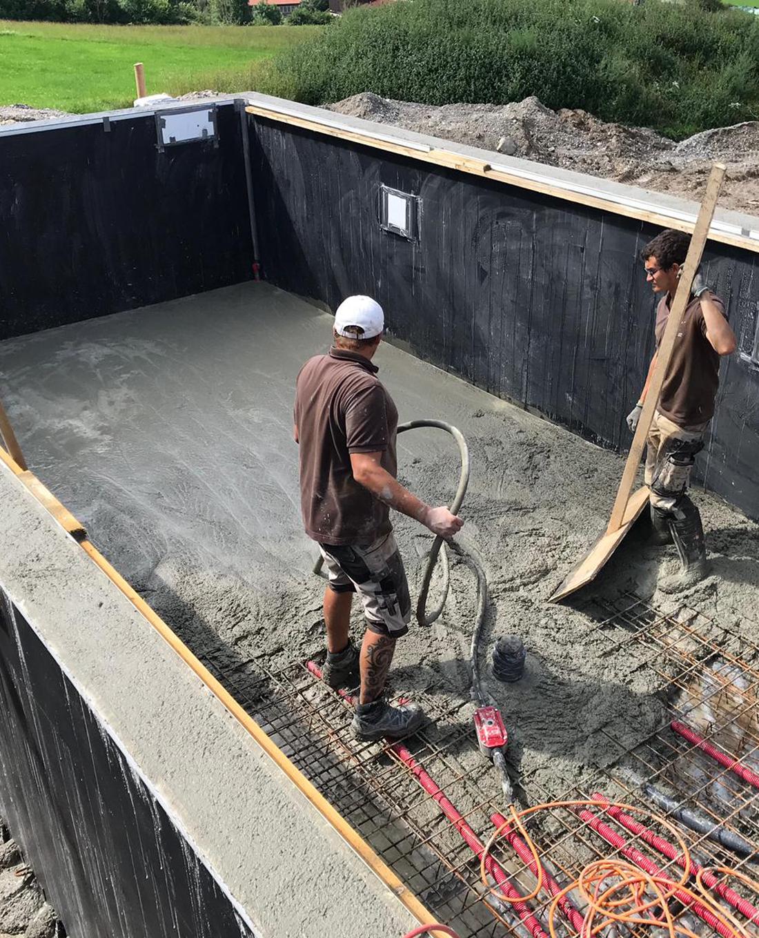 Poolbau | Poolbecken im Bau