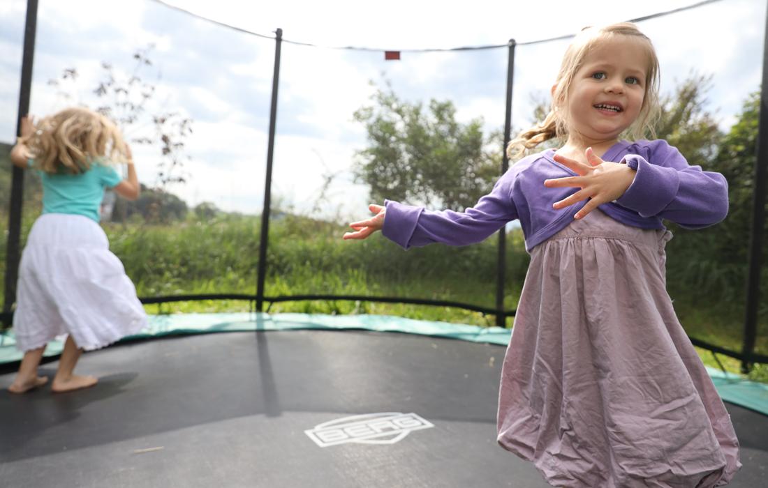Freiraum Schmid | Spiel -und Sportgarten | Kinder Trampolin